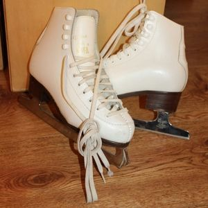 Kids ice skates